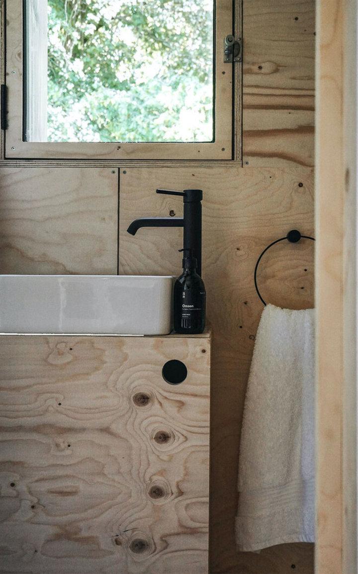 Theseptemberchronicles_Unplugged_bathroomcombo