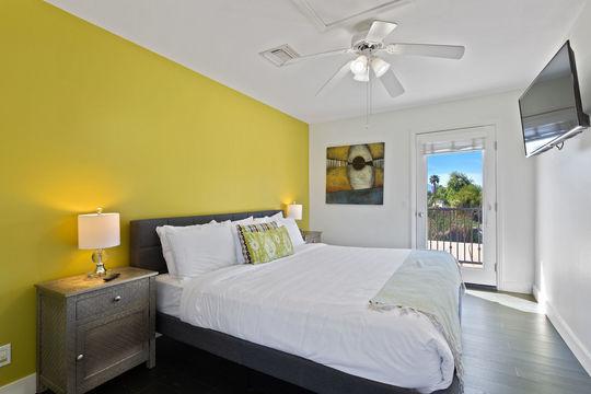 Bedroom 8 - Queen Bed