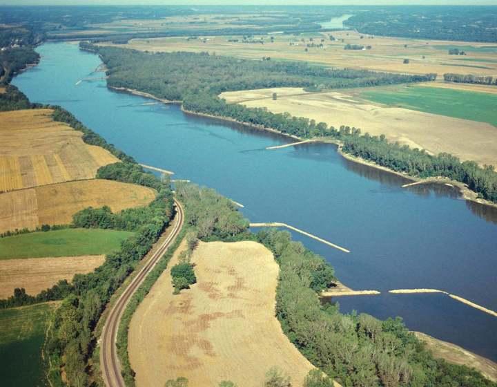 Missouri_River_near_Hermann_91990