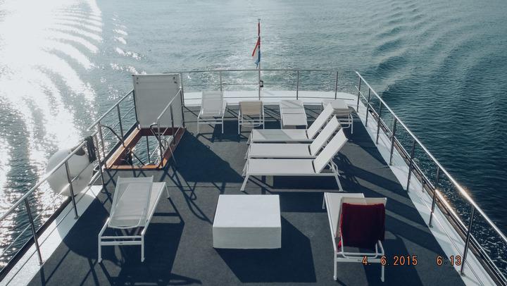 Sail Beats Deck