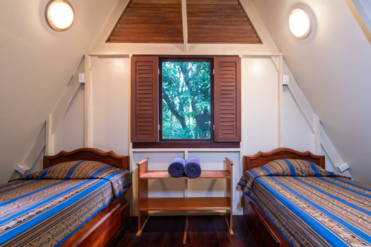 Premium Shared Room in a Cabina