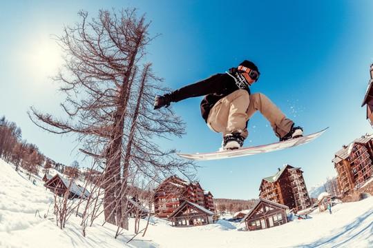 On essaie tout ! 1 matinée de freestyle & 1 matinée compétition & 1 sortie ski de rando au coucher du soleil inclus à Risoul
