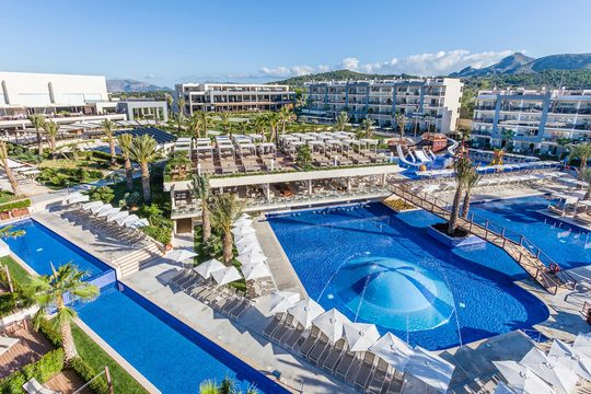 Luxury accommodation and facilities at 5-star Zafiro Palace Alcudia