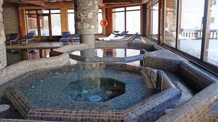 Ferme-Du-Val-Claret-Apartments-Tignes-Hot-Tub