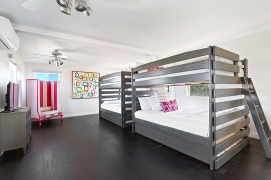 Bedroom 10 - Queen Bunk Bed