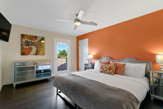 Bedroom 9 - DJ Tutor Room