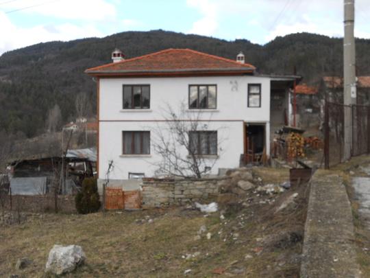 250 AVRAM PISHTALOV HOUSE