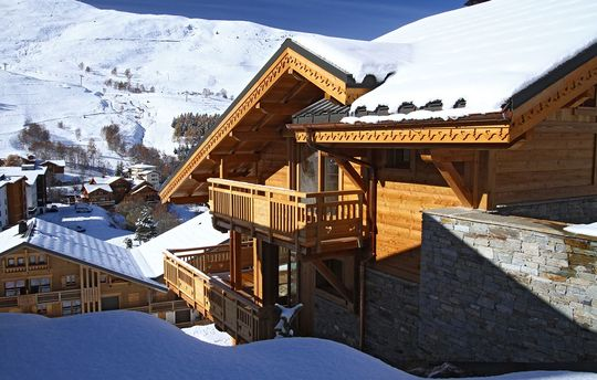 Chalet Husky - 12 Person Package