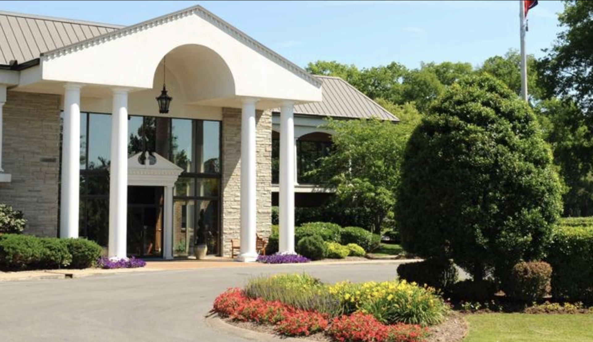 The Bluegrass Yacht & Country Club