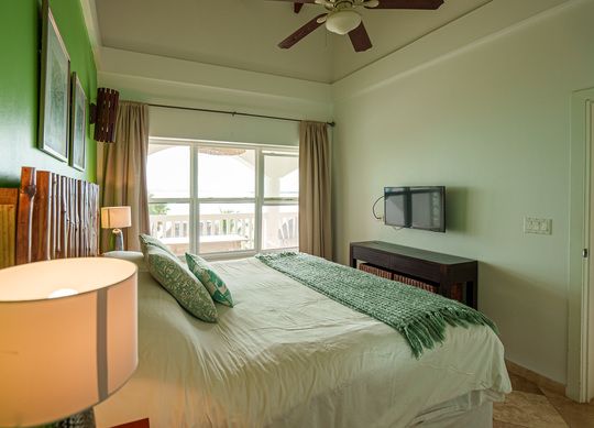 One Bedroom Oceanfront Apartment (1 person)