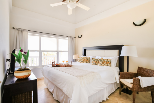 Double En-Suite Room in Shared Ocean Apartment (prices inc taxes)