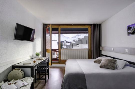 Mainstage Hotel | 2 Person Balcony Room